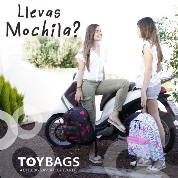 Chicas Llevas mochila